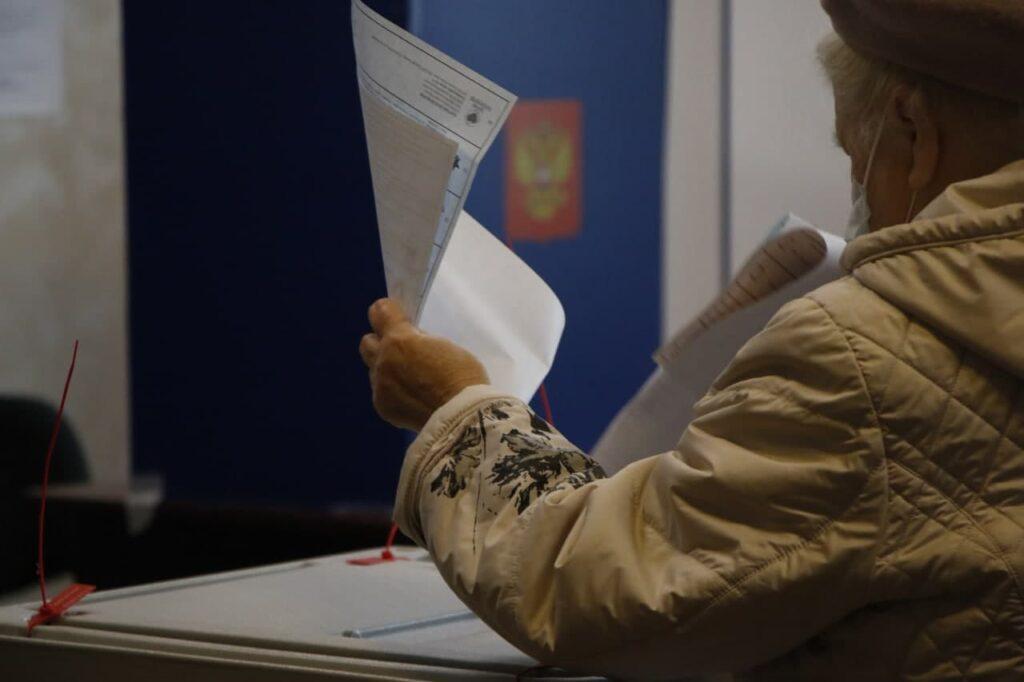 Надомное голосование, заплутавшие курсанты и неполадки с трансляцией: как прошел первый день выборов в Петербурге
