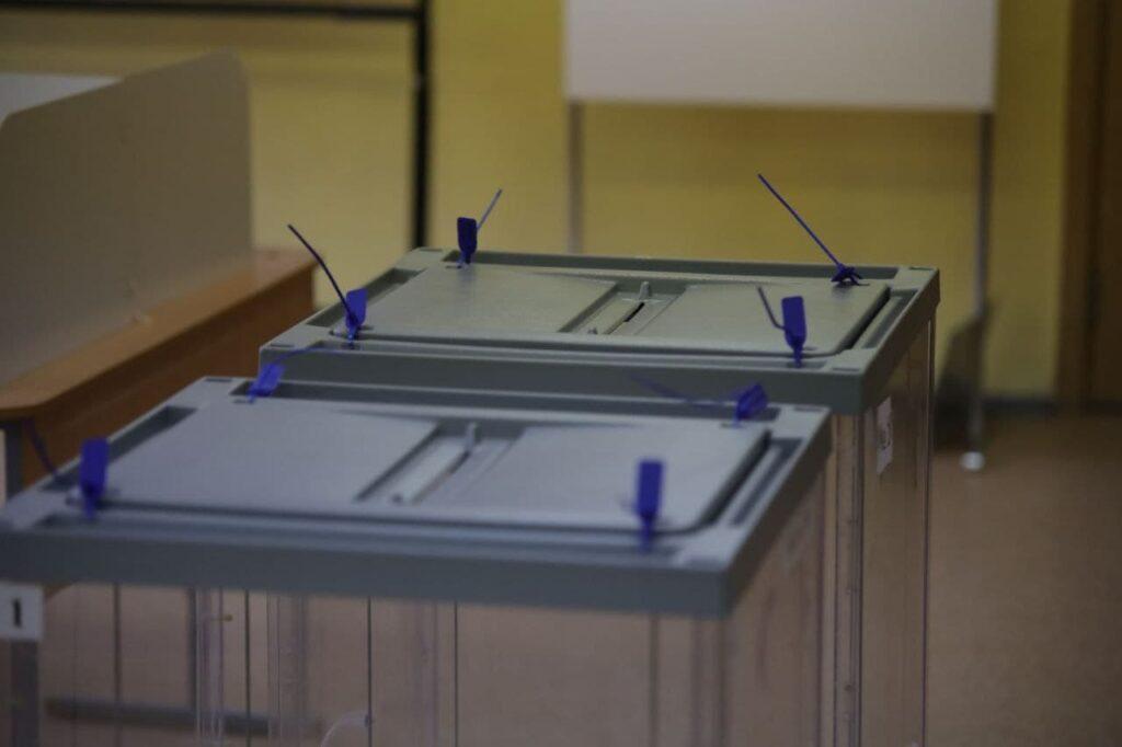 В петербургском ГИКе предположили, с какой целью тиражируются сообщения о якобы задвоенных сейф-пакетах