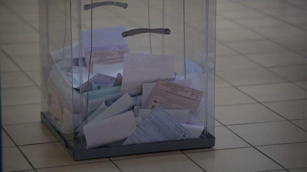 К полудню воскресенья в Петербурге явка на выборах в ЗакС и Госдуму составила 21,8% и 23,4%