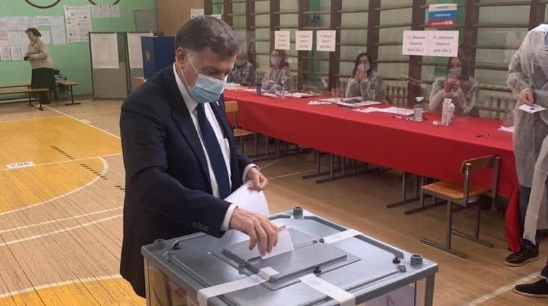 Вячеслав Макаров проголосовал на выборах в Госдуму и Заксобрание