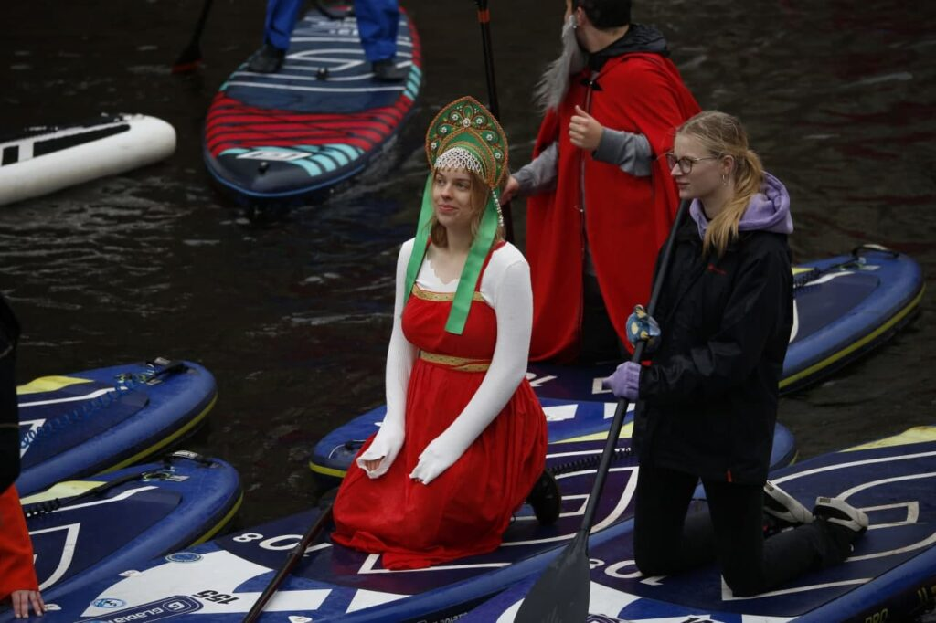 Фоторепортаж: в Петербурге прошел sup-фестиваль в честь Всемирного дня туризма