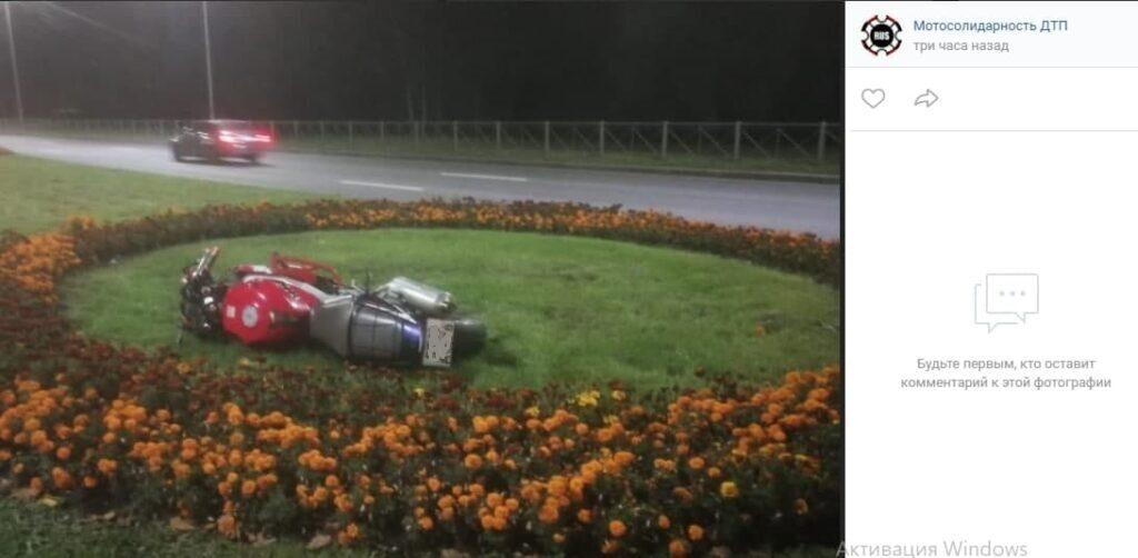 Мотоциклист сбил велосипедиста на проспекте Непокорённых