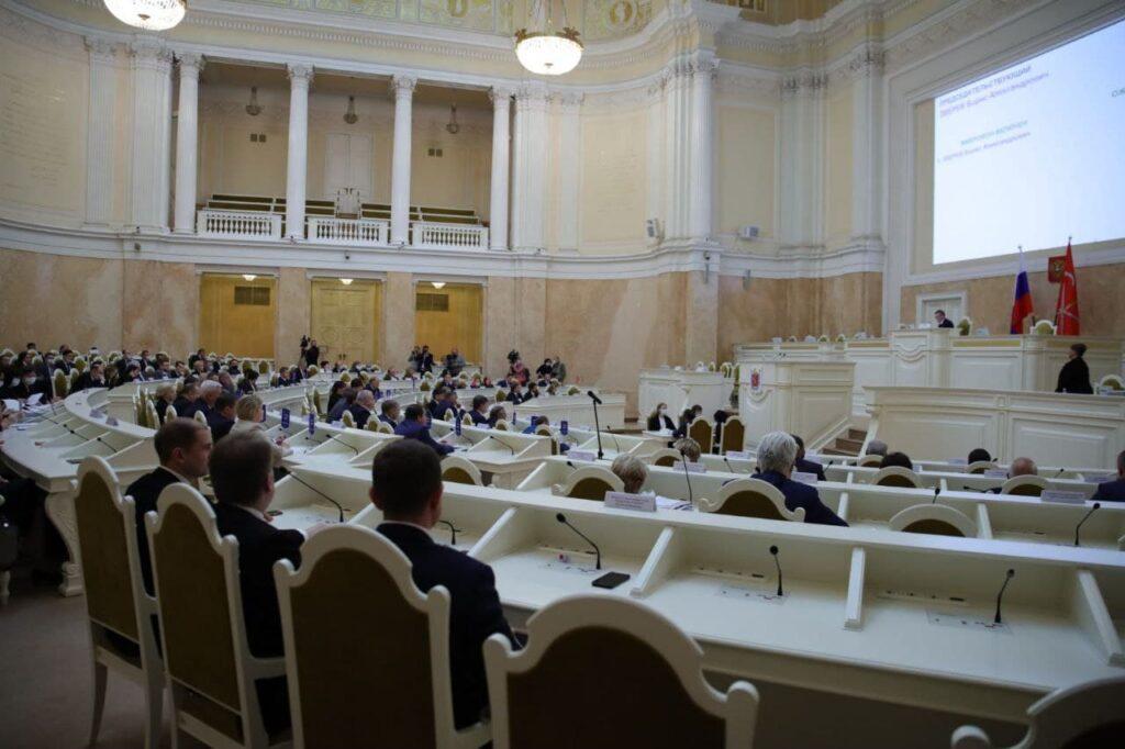 Петербургские депутаты одобрили выплаты долгожителям-юбилярам