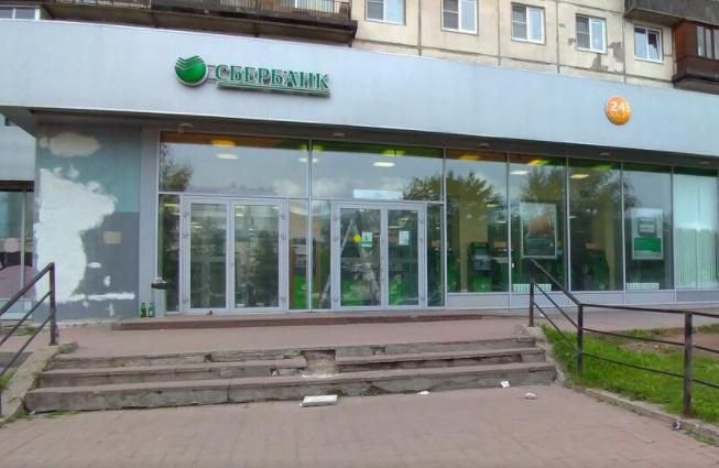 На Большевиков двое неизвестных дерзко обчистили офис банка