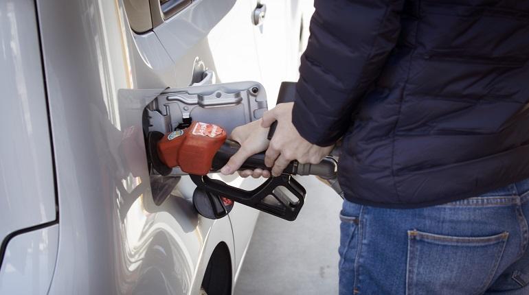 Бензин в России подешевел с начала сентября на 0,3% впервые с апреля 2020 года