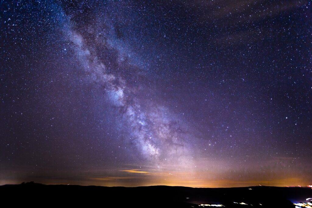 Невидимый космический объект поглощает нашу галактику со скоростью 50 м/с