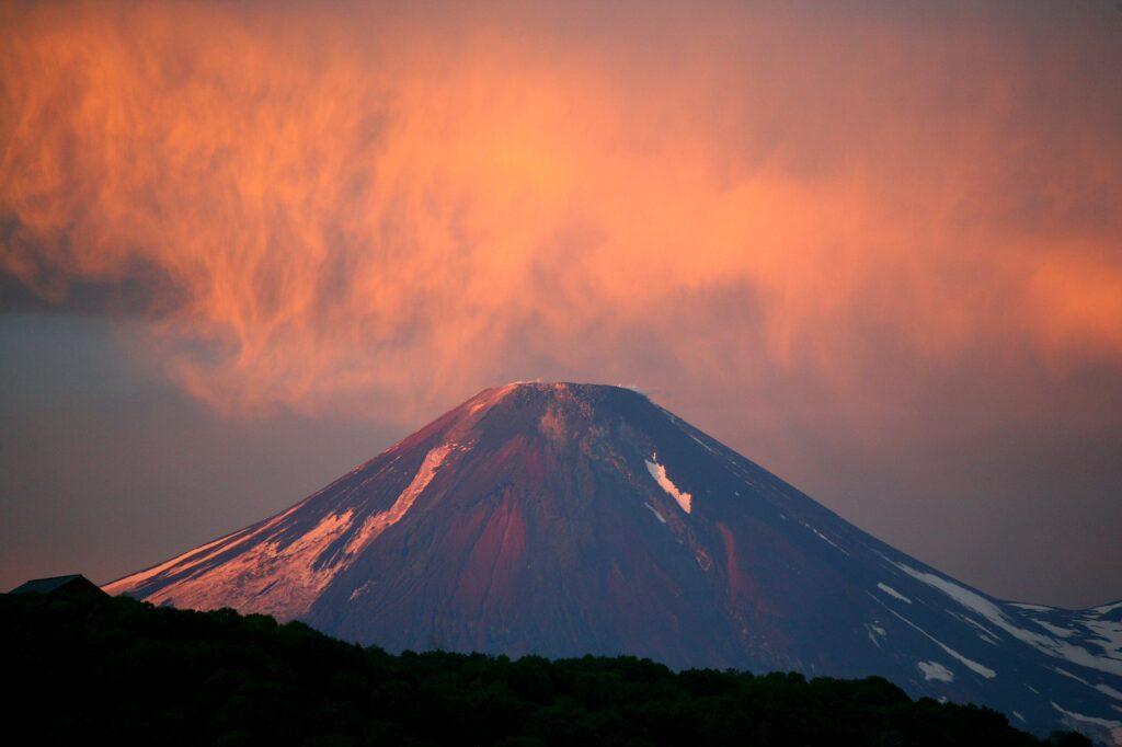 Ученые РАН обеспокоены угрозой извержений вулканов на Камчатке