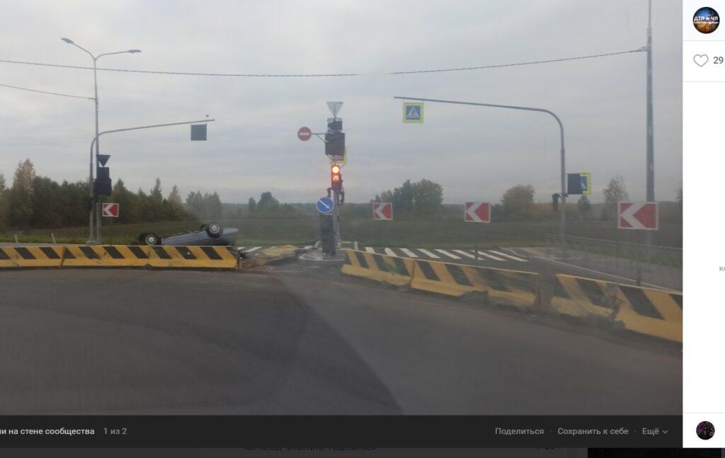 В понедельник утром в Колпино обнаружили «перевертыш» за бетонными ограждениями