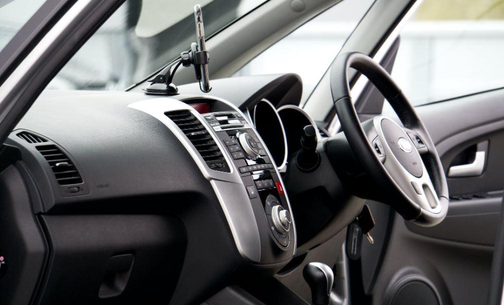 Двоих мужчин будут судить в Петербурге за кражу семи автомобилей на сумму в четыре млн рублей