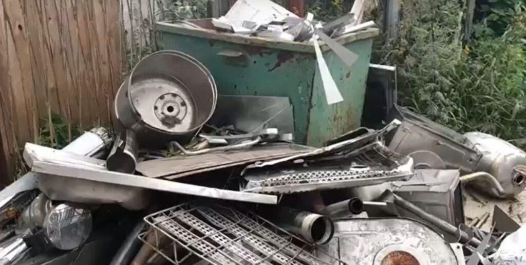 Нелегальный пункт приема металлолома заметили в Ломоносовском районе Ленобласти