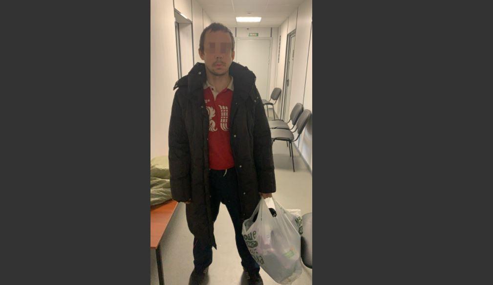 Мужчина украл из больницы во Всеволожске куртки медиков и антисептик