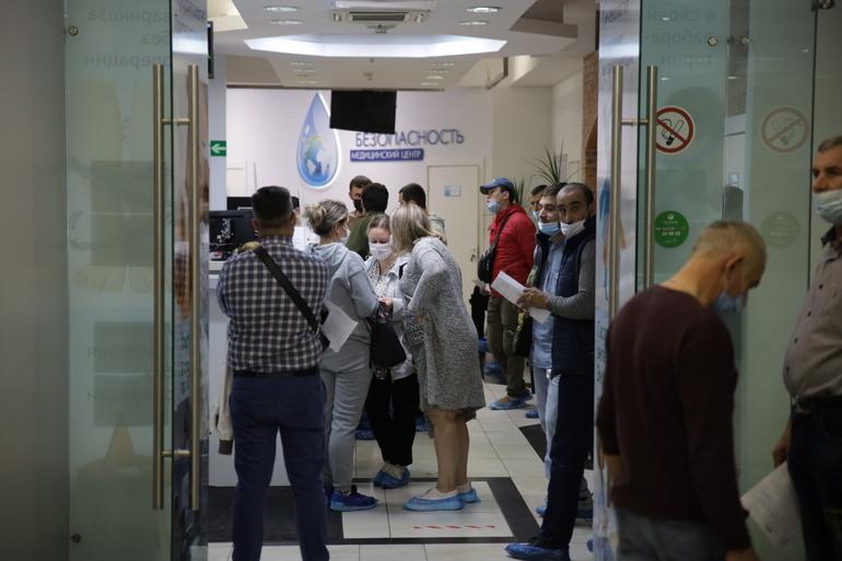 Непривитые граждане могут снова заболеть коронавирусом через три месяца