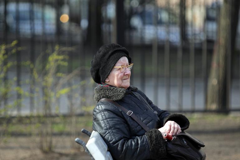 На Невском задержали курьера, подозреваемого в обмане пенсионерки на 200 тысяч