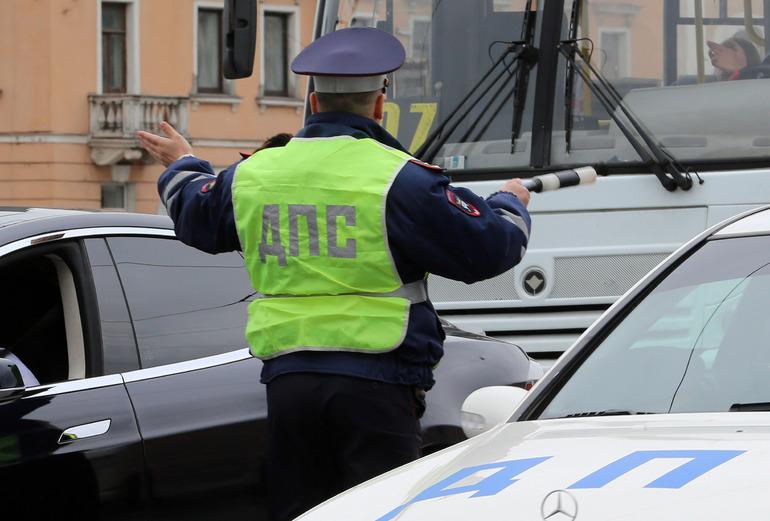 Бизнесмена на Porsche и еще 300 лихачей поймали во время рейда на дорогах Ленобласти