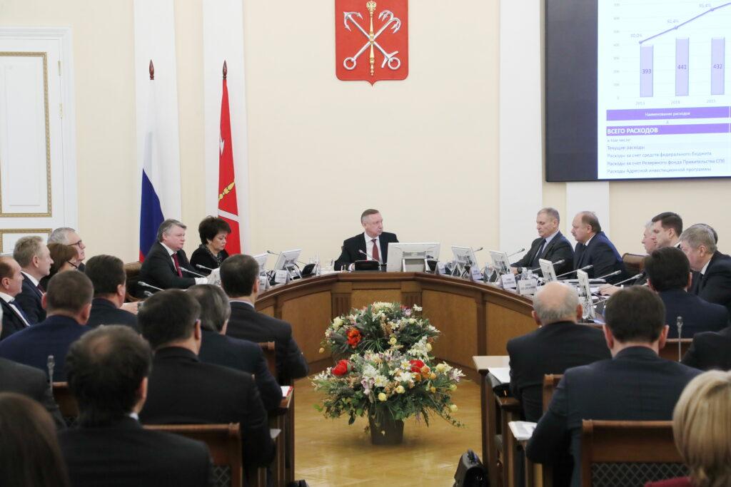 В Петербурге началось заседание правительства, чиновники обсуждают бюджет