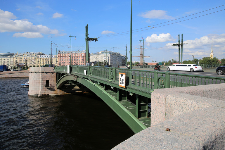 В Петербурге в ночь на субботу из-за капитального ремонта закрылся Биржевой мост