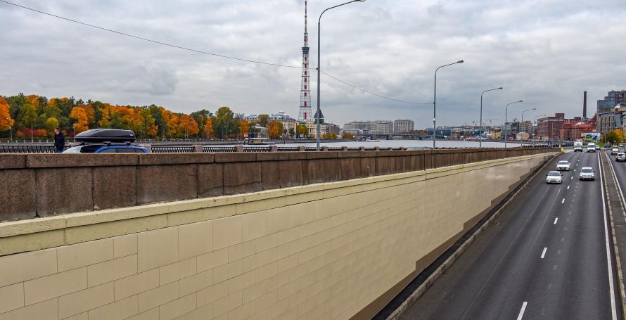 В тоннеле Гренадерского моста завершили облицовку стен