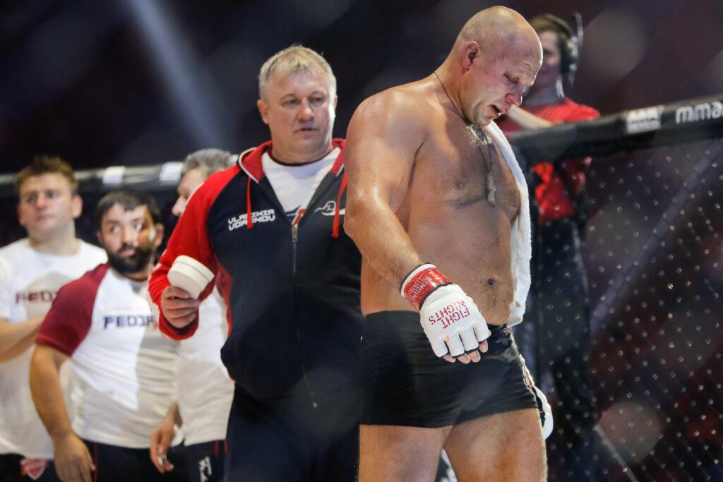 Емельяненко жестко нокаутировал американца: он лучший боец в истории MMA?