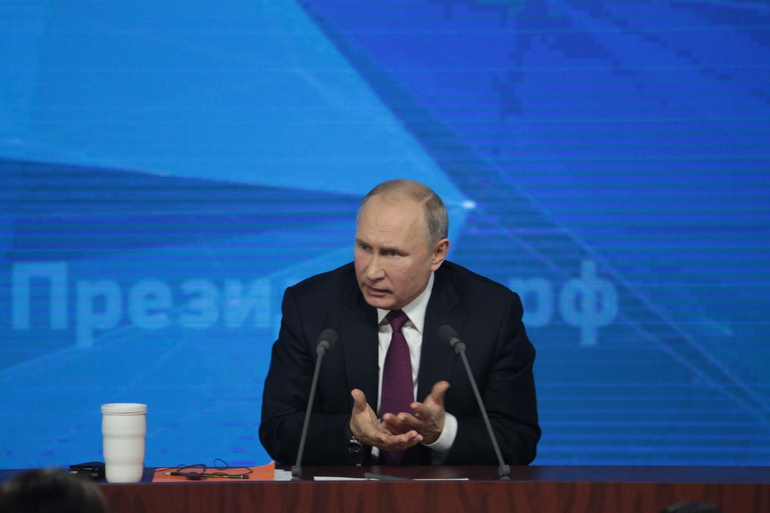 Путин поручил выделить Петербургу до 97 млрд рублей на покупку 950 вагонов метро