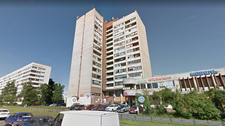 В Петербурге в 10-комнатной коммуналке загорелся мусор