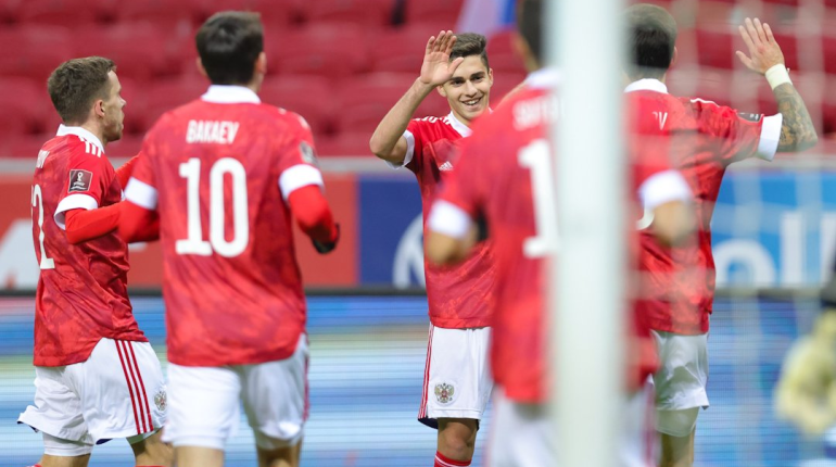Россия ведет 1:0 после первого тайма матча со Словакией