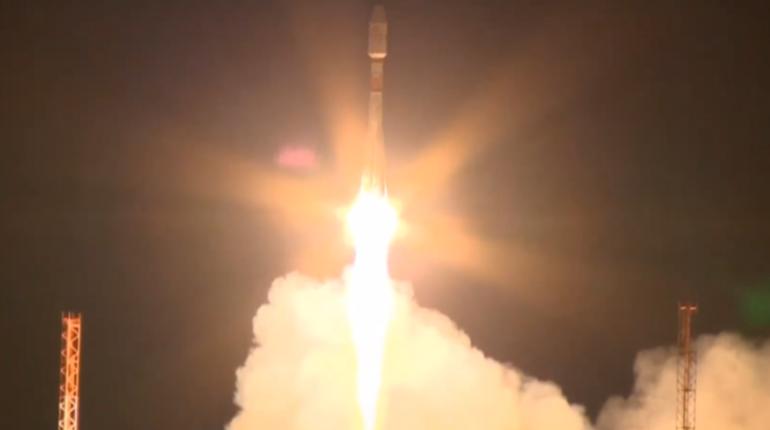 С Восточного запустили «Союз-2.1б» с 36 спутниками OneWeb