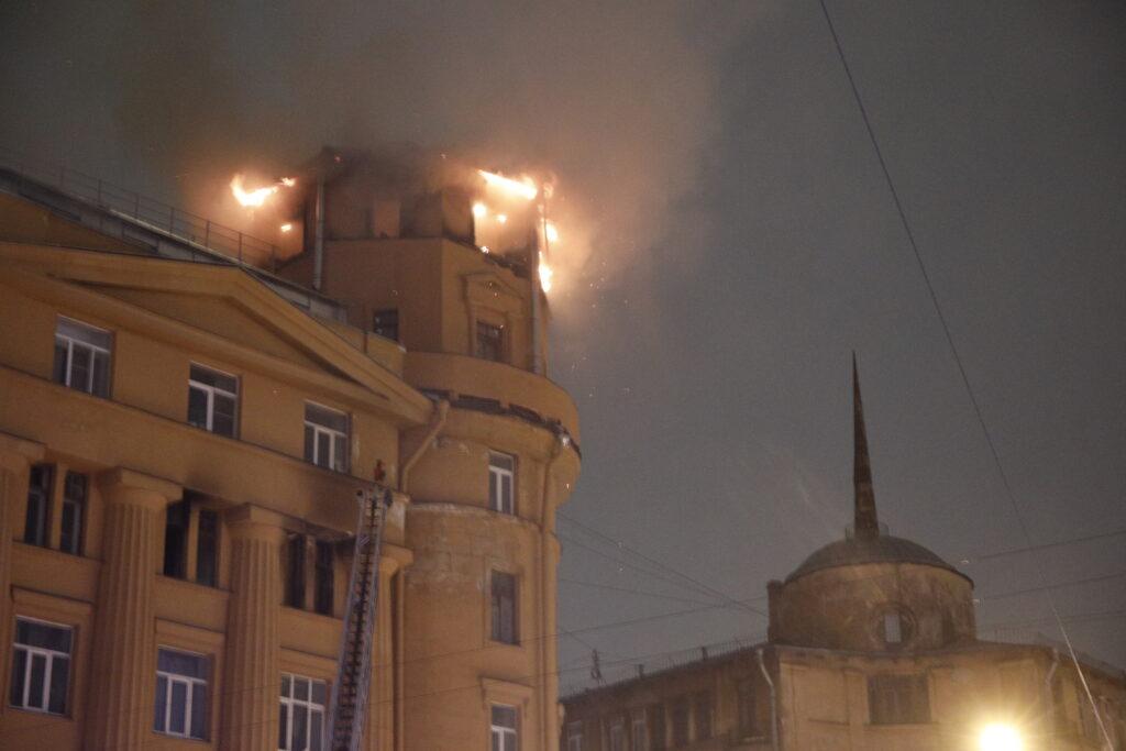 Исторические здания Петербурга загораются по ночам и в выходные дни