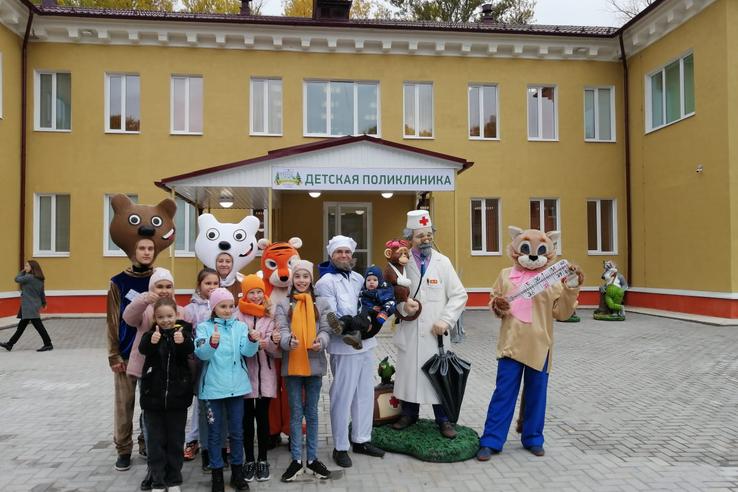 После реконструкции за 50 млн рублей в Пикалево открылась детская поликлиника