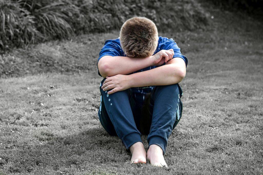 Четыре года истязаний: житель Колпино переломал кости сыну свой жены и уехал в СИЗО