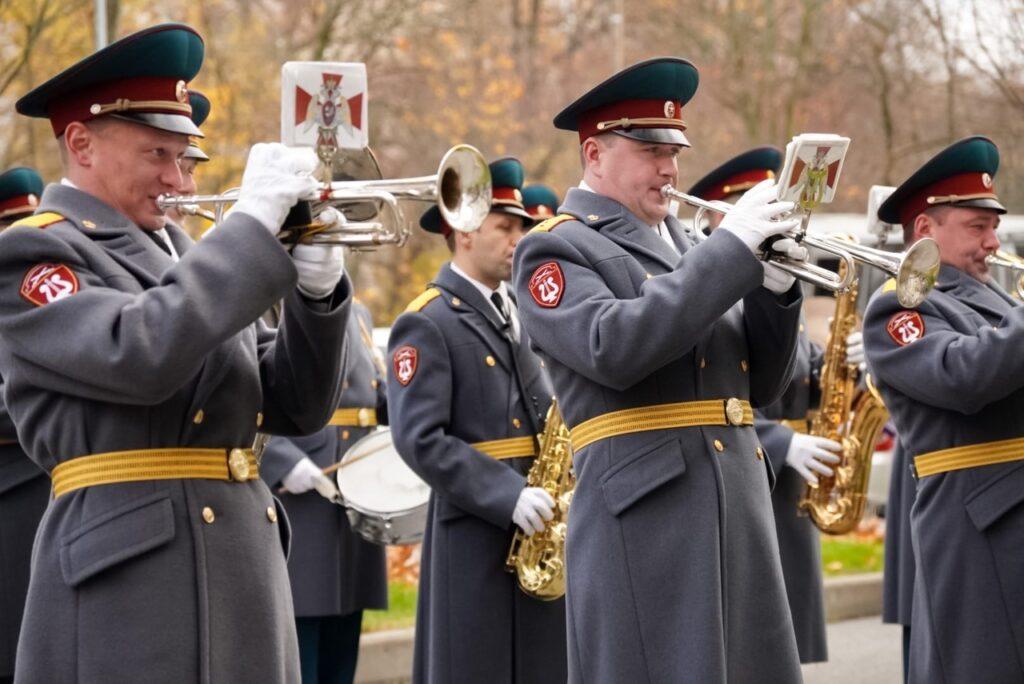 Оркестр Росгвардии выступил перед врачами и пациентами Центра Алмазова