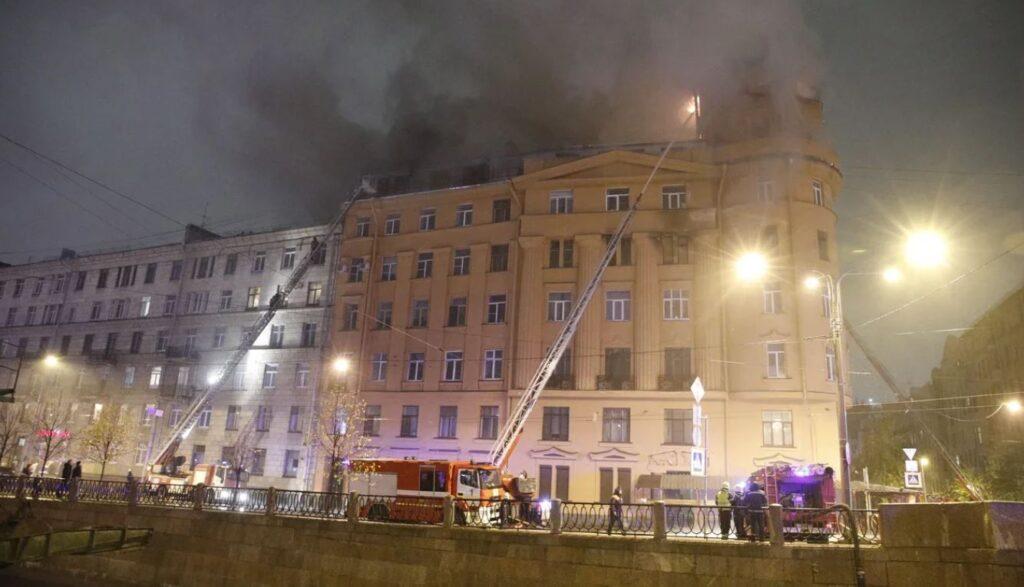 Дом Чубакова тушат уже почти 130 пожарных