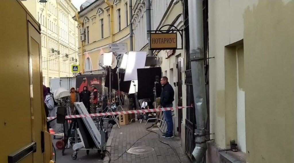 Садовую перекрыли для съемок фильма с Юрой Борисовым и Дашей Мельниковой