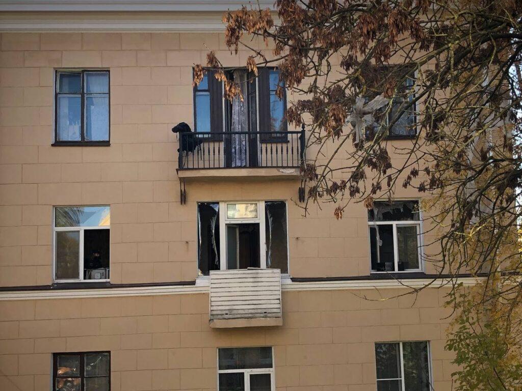 После взрыва газа жители дома на Рябовском шоссе час простояли на улице
