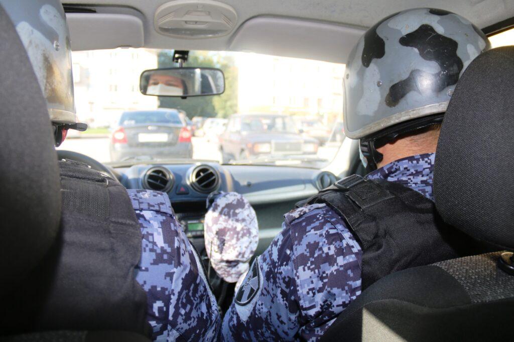 Росгвардейцы задержали двух петербуржцев, укравших лазерный уровень и сканер самообслуживания